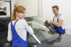 Phoenix auto glass replacement specialists